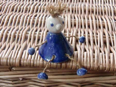 ein niedlicher kleiner kantenhocker / blau - NR: 111 - VERKAUFT