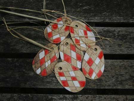schoener keramik osterstrauss schmuck - NR: 124 - VERKAUFT