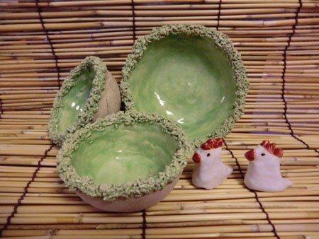 Osterdekoration Keramikhühner und Schalen aus Ton mit Grasrand - NR: 173 - VERKAUFT
