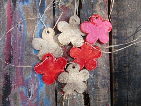 Keramik Blumen Schmuckanhänger - NR: 174 - VERKAUFT