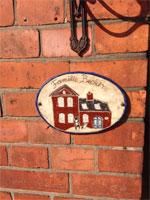 Haustürschild aus Keramik mit Familiennamen- NR: 214 - VERKAUFT